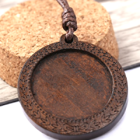 30mm Wooden Pendant: Wreath